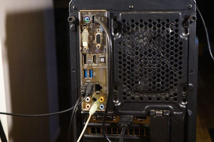 パソコンの裏側、ioパネル
